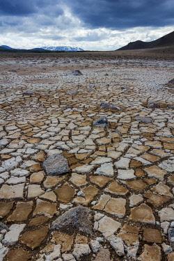 ICE4131AW Dry cracked muddy ground at Namafjall Hverir geothermal area, Myvatnssveit, Northeast Iceland, Iceland
