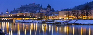 HMS3253140 Austria, Salzburg, historical center listed as World Heritage by UNESCO, the Old Town (Altstadt) and Hohensalzburg Castle