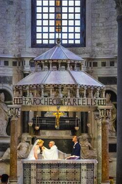 HMS3296604 Italy, Apulia, Bari, Old Town or Bari Vecchia, Basilica San Nicola, built from 1087 is a remarkable example of Puglia Romanesque art, wedding under the 12th century ciborium