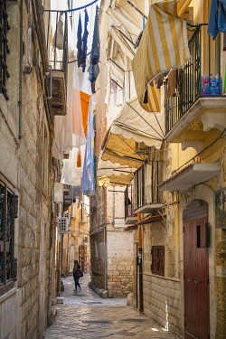 HMS3296634 Italy, Apulia, Bari, Old Town or Bari Vecchia, alley of the historic centre