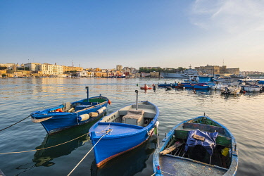 HMS3296706 Italy, Apulia, Salento region, Brindisi, the harbour and the old town