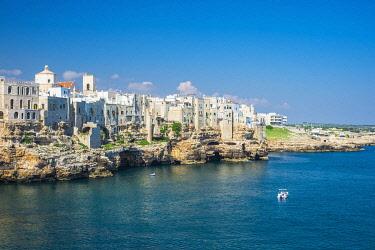 HMS3296734 Italy, Apulia, Polignano a Mare, the historic centre is perched on a limestone cliff overlooking the Adriatic Sea