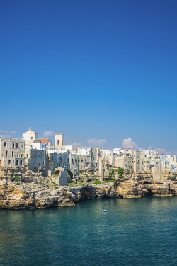 HMS3296735 Italy, Apulia, Polignano a Mare, the historic centre is perched on a limestone cliff overlooking the Adriatic Sea