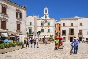 HMS3296757 Italy, Apulia, Polignano a Mare, the historic centre is perched on a limestone cliff overlooking the Adriatic Sea, Vittorio Emanuele II square and the Clock Tower