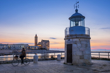 HMS3323918 Italy, Apulia, Trani, the lighthouse of the harbour and San Nicola Pellegrino Cathedral (or Duomo) founded at the end of the 11th century with an Apulian Romanesque architecture