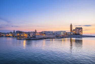 HMS3323919 Italy, Apulia, Trani, entrance of the harbour and San Nicola Pellegrino Cathedral (or Duomo) founded at the end of the 11th century with an Apulian Romanesque architecture