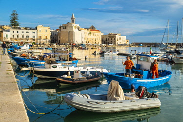 HMS3323950 Italy, Apulia, Trani, the fishing harbour