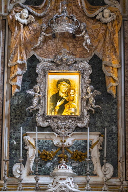 HMS3324333 Italy, Apulia, Monopoli, the historic centre, Cathedral Maria Santissima della Madia, Byzantine icon of the Madonna della Madia