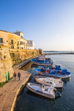 HMS3332891 Italy, Apulia, Salento region, Gallipoli, fishing port at the foot of the walls of the old town