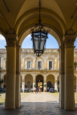 HMS3334280 Italy, Apulia, Salento region, Lecce, the former Celestins convent is today the Government Palace