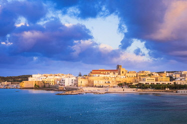 HMS3348498 Italy, Apulia, Salento region, Otranto, the historical centre is protected by imposing ramparts