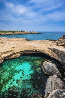 HMS3348522 Italy, Apulia, Salento region, Roca Vecchia, Cave of Poetry (Grotta della Poesia), natural pool