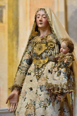 HMS3417936 Italy, Liguria, Cinque Terre National Park, listed as World Heritage by UNESCO, Monterosso al Mare, Mortis et Orationis oratory, Madonna and child