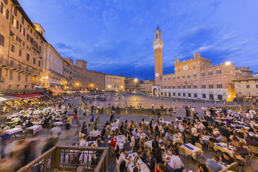HMS3324470 Italy, Tuscany, Siena, listed as World Heritage by UNESCO, Piazza del Campo with the Palazzo Publico