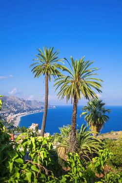 HMS3407178 Italy, Sicily, Taormina, view over the Ionian coast