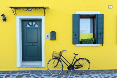 HMS3439653 Italy, Veneto, Venice listed as World Heritage by UNESCO, Burano island, Burano, colorful house