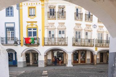 HMS3358446 Portugal, Alentejo region, Evora, UNESCO World Heritage site, historic centre, arcades of José Elias Garcia street