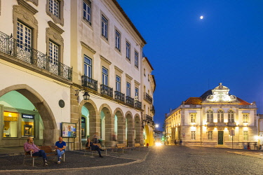 HMS3358513 Portugal, Alentejo region, Evora, UNESCO World Heritage site, Giraldo Square (Praça do Giraldo) is the heart of the city, partially lined with arcades