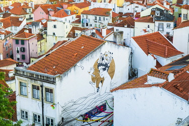 HMS3358609 Portugal, Lisbon, view over the rooftops of the Alfama district from the terrace of Largo das Portas do Sol