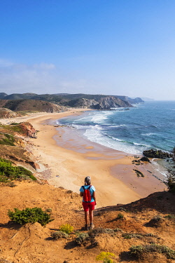 HMS3373714 Portugal, Algarve region, Southwest Alentejano and Costa Vicentina Natural Park, Carrapateira on the Rota Vicentina hiking trail, the loop of Pontal da Carrapateira, praia do Amado