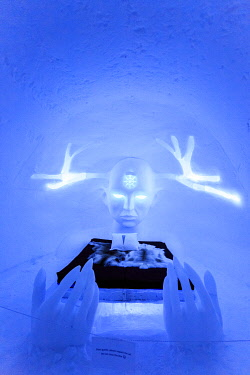 HMS3270111 Sweden, Lapland, region listed as World Heritage by UNESCO, Norrbotten County, Kiruna Region, Ephemeral Ice Hotel Jukkasjarvi, Queen of the North Room designed by Emilie Steele and Sebastian Dell Uva