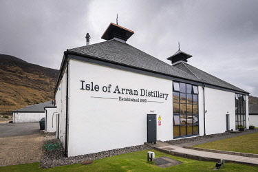 HMS3282604 United Kingdom, Scotland, North Ayrshire, Arran island, Lochranza, Arran distillery