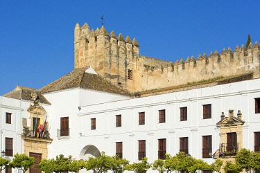 HMS3287141 Spain, Andalucia, Cadiz Province, Arcos de la Frontera, White Villages route (Ruta de los Pueblos Blancos), townhall (cabildo) and 14th 15th century castle