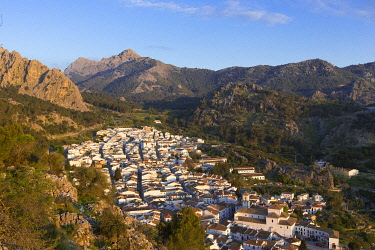 HMS3295831 Spain, Andalucia, Province of Cadiz, Grazalema, Sierra de Grazalema Natural Parc, White village (Pueblos Blancos) on the White Villages road (Ruta de los Pueblos Blancos)