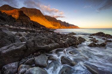 HMS3325081 Spain, Canary Islands, Tenerife Island, Punta del Teno, the cliffs of Los Gigantes