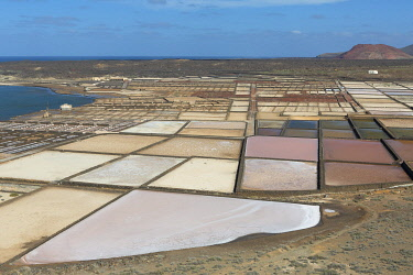 HMS3325107 Spain, Canary Islands, Lanzarote Island, South-West Coast, las salinas de Janubio (salines de Janubio)