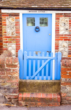 ENG16259AW Traditional cottage front door in Bosham - a small picturesque village on one of the small inlets of Chichester harbour, West Sussex, England