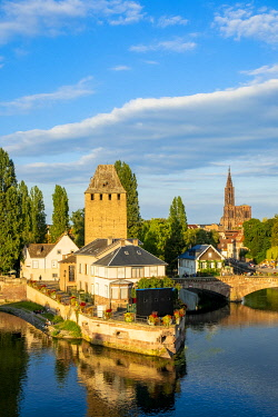 HMS3339997 France, Bas Rhin, Strasbourg, old city listed as World Heritage by UNESCO, Petite France district, the covered bridges spanning the Ill and the Notre Dame cathedral