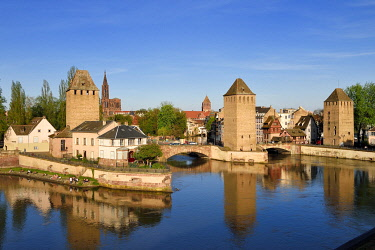 HMS3373033 France, Bas Rhin, Strasbourg, old town listed as World Heritage by UNESCO, Petite France District, defensive towers of the covered bridges and Notre Dame Cathedral in the background