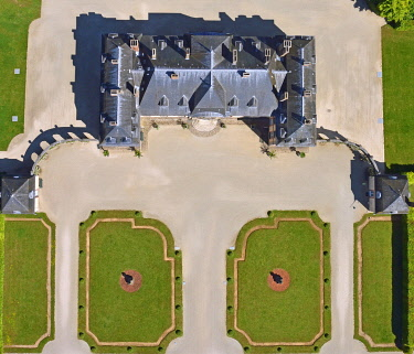 HMS3438310 France, Aube, La Motte Tilly, the castle of La Motte Tilly (aerial view)
