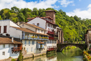 HMS3335810 France, Pyrenees Atlantiques, Bask country, Saint Jean Pied de Port, Saint Jean Pied de Port, the Old Bridge on the Nive River of Beherobie and the Church of the Assumption or Notre Dame du Bout du Po...