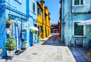 ITA14872 Italy. Veneto. Venice. Burano. Colourful Houses on the island of Burano.