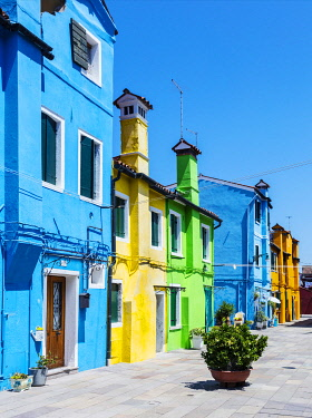 ITA14877 Italy. Veneto. Venice. Burano. Colourful Houses on the island of Burano.