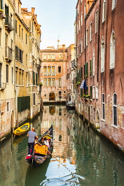 ITA14888 Italy. Veneto. Venice. Gondoliers rowing a gondola in one of the Canals of Venice in the Sestiere di San Marco.