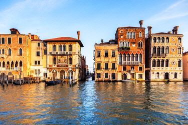 ITA14929 Italy. Veneto. Venice. Palazzo Orio, Palazzo Salviati and Palazzo Barbaro Wolkoff on the Gran Canal.