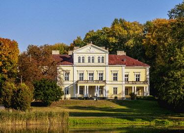 POL2109AW Raczynski Palace in Zloty Potok, Krakow-Czestochowa Upland or Polish Jurassic Highland, Silesian Voivodeship, Poland