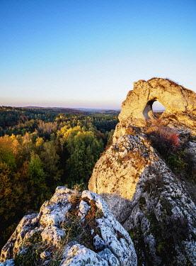 POL2132AW Okiennik Wielki, window rock at sunset, Piaseczno, Krakow-Czestochowa Upland or Polish Jurassic Highland, Silesian Voivodeship, Poland