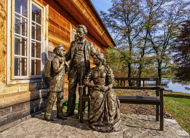 POL2212AW Statue of Stefan Zeromski with family by his house, Ciekoty, Swietokrzyskie Voivodeship, Poland