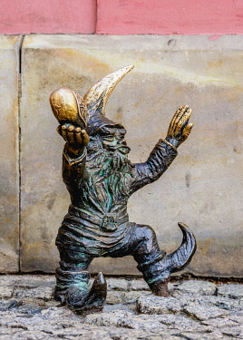 POL2276AW Dwarf Sculpture at the Old Town, Wroclaw, Lower Silesian Voivodeship, Poland