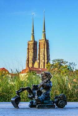 POL2283AW Dwarf Sculpture with Cathedral in the background, Wroclaw, Lower Silesian Voivodeship, Poland