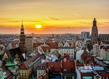 POL2286AW Skyline with Old Town Hall and St. Elizabeth Church at sunset, elevated view, Wroclaw, Lower Silesian Voivodeship, Poland