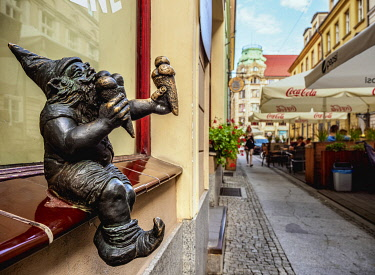 POL2299AW Dwarf Sculpture at the Old Town, Wroclaw, Lower Silesian Voivodeship, Poland