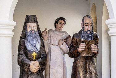POL2376AW Sculptures representing three cultures, Orthodox, Catholic and Jewish, Wlodawa, Lublin Voivodeship, Poland