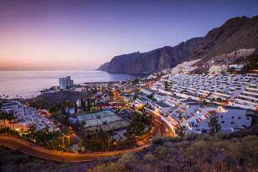ES09643 Spain, Canary Islands, Tenerife Island, Los Gigantes, hillside apartments and coastal cliffs, elevated view, dusk