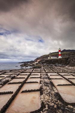 ES09722 Spain, Canary Islands, La Palma Island, Fuencaliente de la Palma, Punta de Fuencaliente, salt pans and lighthouse