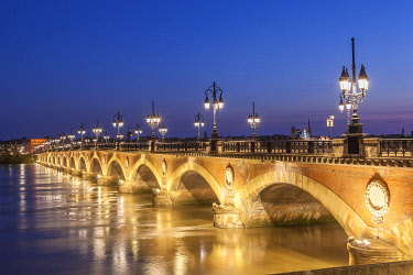 HMS3292176 France, Gironde, Bordeaux, area listed as World Heritage by UNESCO, stone bridge over the Garonne river